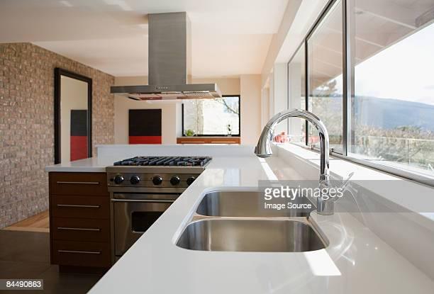 kitchen sink - afzuigapparaat stockfoto's en -beelden