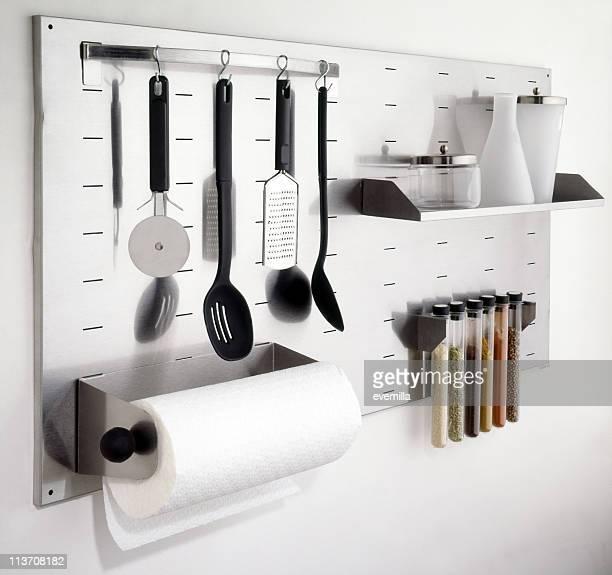 キッチン用具の壁にホワイトのカットアウト