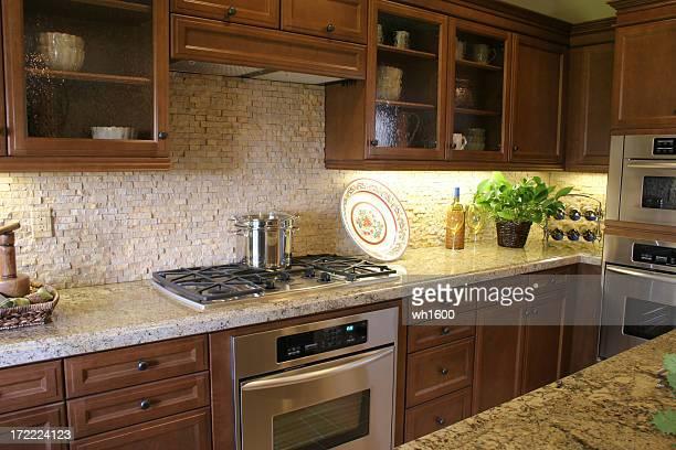 Cocina con electrodomésticos de acero inoxidable