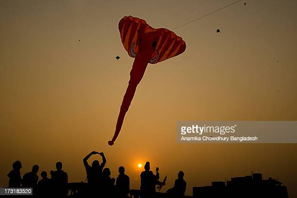 kite festivel - shakrain the kite festival in bangladesh stock pictures, royalty-free photos & images