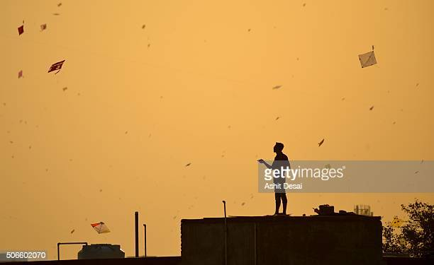 kite flying festival in vadodara, gujarat - makar sankranti stock pictures, royalty-free photos & images