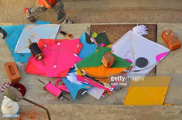 kite flying festival in vadodara, gujarat - makar sankranti stock pictures, royalty-free photos & images