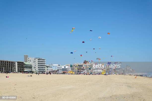 kite flying in ocean city - ii - ocean city maryland stock pictures, royalty-free photos & images