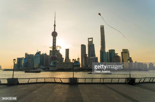kite flying on the bund with pudong financial skyline early morning, shanghai, china - peter adams stock pictures, royalty-free photos & images