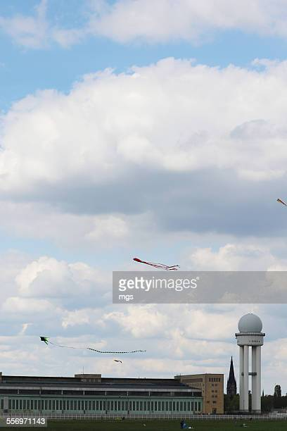 kites at tempelhofer feld - tempelhof airport stock pictures, royalty-free photos & images