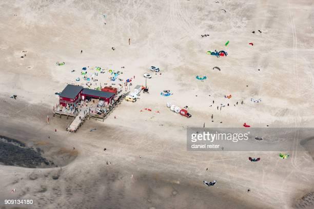 kitesurfer - sankt peter ording stock-fotos und bilder