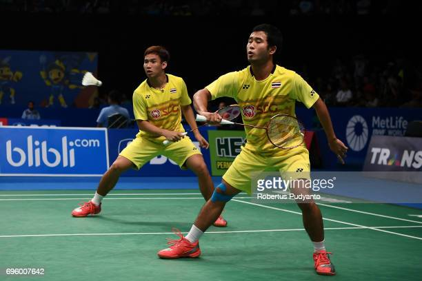 Kittinupong Kedren and Dechapol Puavaranukroh of Thailand compete against Mohammad Ahsan and Rian Agung Saputro of Indonesia during Mens Double Round...