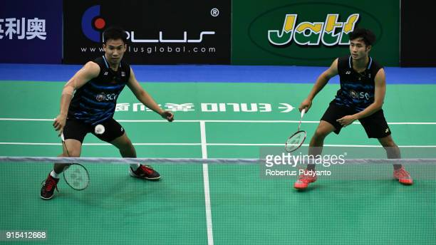 Kittinupong Kedren and Dechapol Puavaranukroh of Thailand compete against Lee Jhe Huei and Lee Yang of Chinese Taipei during the EPlus Badminton Asia...