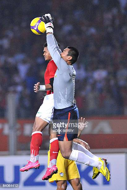 Kittisak Rawangpa of Thailand fights for the ball with Indonesian Bambang Pamungkas during their AFF Suzuki Cup football match in Jakarta on December...