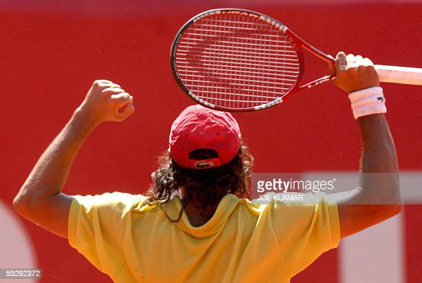 Argentina's Mariano Zabaleta reacts after beating Russia's Nikolay Davydenko in their second round match at the ATP Kitzbuhel tournament 27 July 2005...