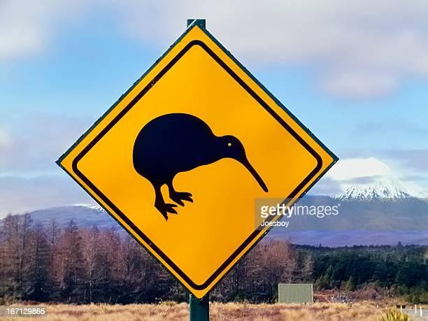 キウイ横断標識 - kiwi bird ストックフォトと画像