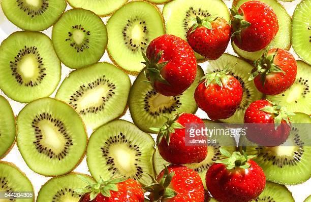 Kiwischeiben und Erdbeeren
