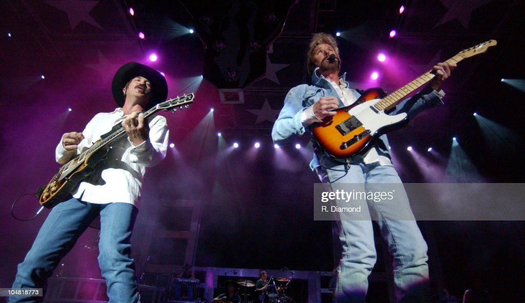 Brooks and Dunn at HiFi Buys Amphitheater : News Photo