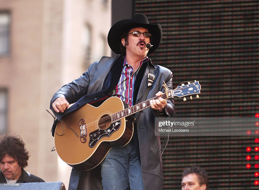Country Takes New York City -  Presents Brooks & Dunn Perform at The Marquis : News Photo