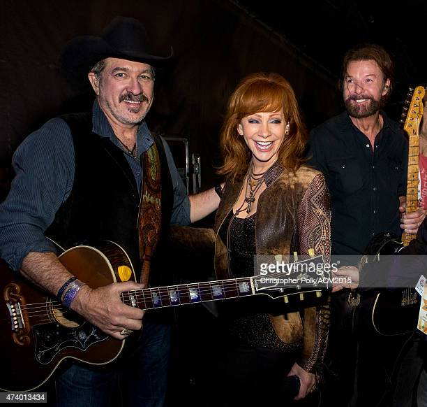 Kix Brooks Reba McEntire and Ronnie Dunn backstage at the ACM Presents Superstar Duets at Globe Life Park in Arlington on April 17 2015 in Arlington...