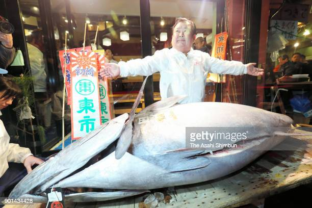 Kiyoshi Kimura president of Kiyomura Corp operator of the Sushizanmai restaurant chain poses with the bluefin tuna after the year's first auction at...