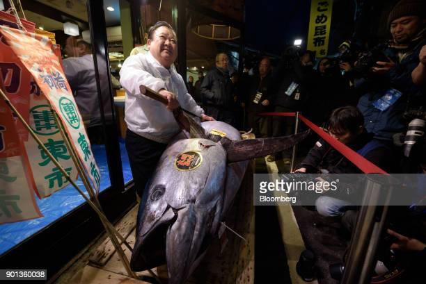Kiyoshi Kimura president of Kiyomura KK poses with a newlypurchased tuna at Sushi Zanmai restaurant in Tokyo Japan on Friday Jan 5 2018 Kiyomura KK...