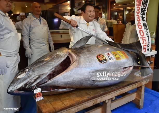 Kiyoshi Kimura president of sushi restaurant chain SushiZanmai displays a 278kg bluefin tuna at his main restaurant in Tokyo on January 5 2019 A...