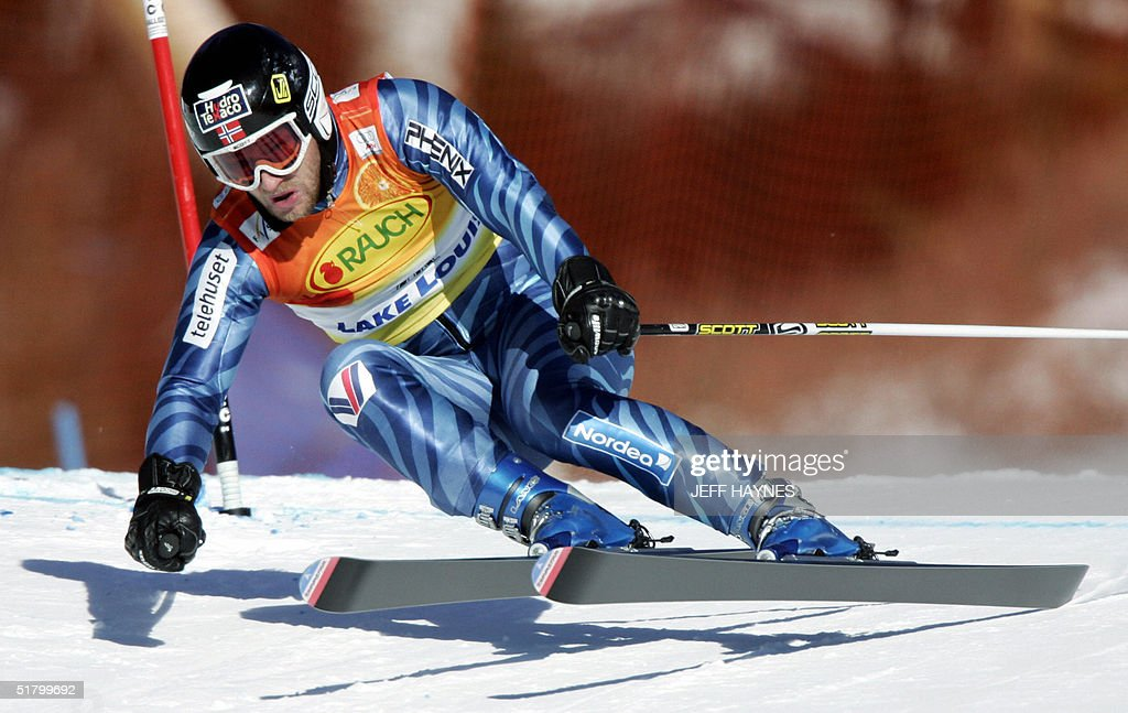 Kjetil Andre Aamodt of Norway takes a turn on the Men's Super-G course 28 November 2004 at the Lake Louise Ski Resort in Lake Louise, Canada. Aamodt had a time of 1:29.70 in the event.