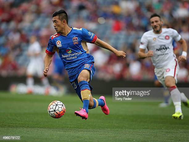 Kjie Lee of the Jets controls the ball during the round five ALeague match between the Newcastle Jets and the Western Sydney Wanderers at Hunter...