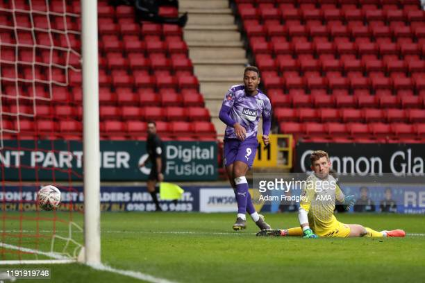KKenneth Zohore of West Bromwich Albion scores a goal to make it 01 past Dillon Phillips of Charlton Athletic during the FA Cup Third Round match...