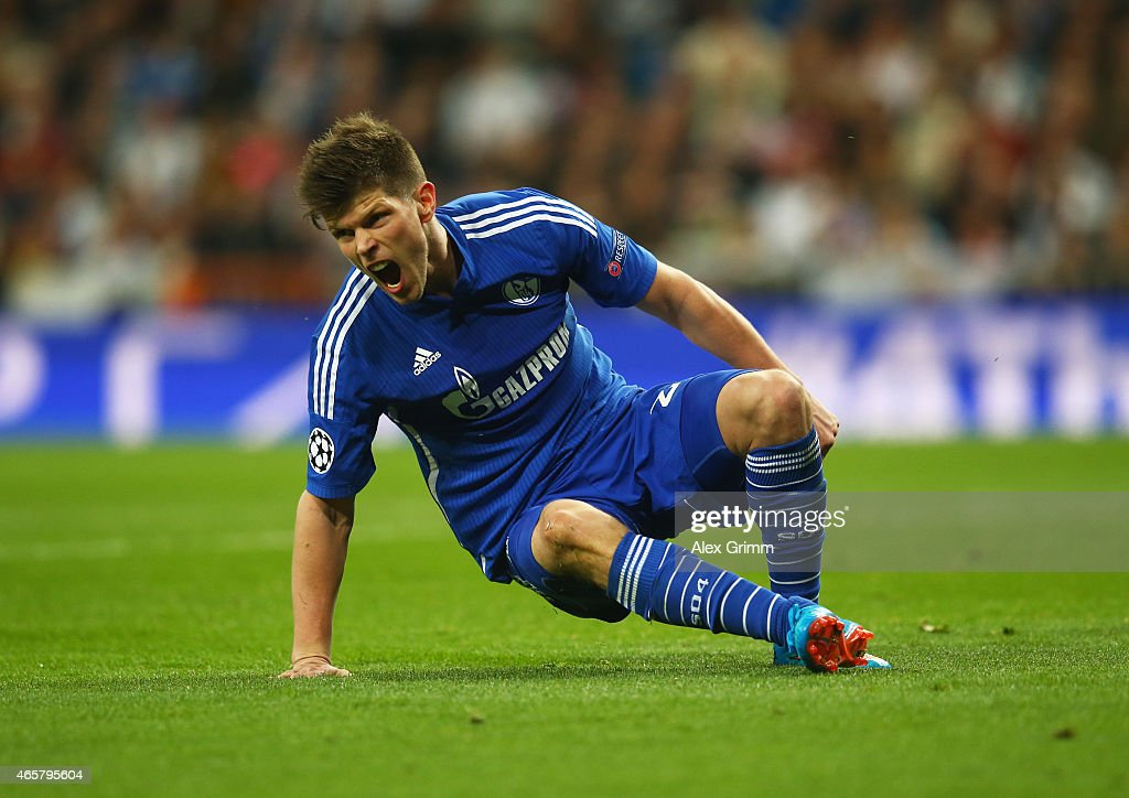 Klaas Jan Huntelaar of Schalke celebrates as he scores their fourth goal during the UEFA Champions League Round of 16 second leg match between Real Madrid CF and FC Schalke 04 at Estadio Bernabeu on March 10, 2015 in Madrid, Spain.