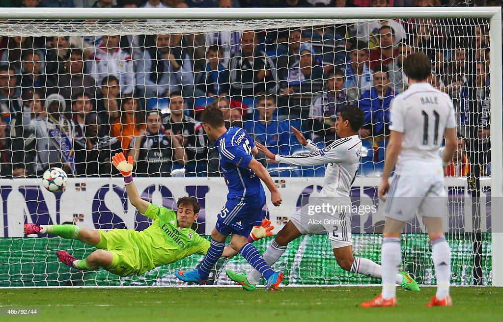 Klaas Jan Huntelaar of Schalke (25) shoots past goalkeeper Iker Casillas of Real Madrid CF to score their second goal during the UEFA Champions League Round of 16 second leg match between Real Madrid CF and FC Schalke 04 at Estadio Bernabeu on March 10, 2015 in Madrid, Spain.