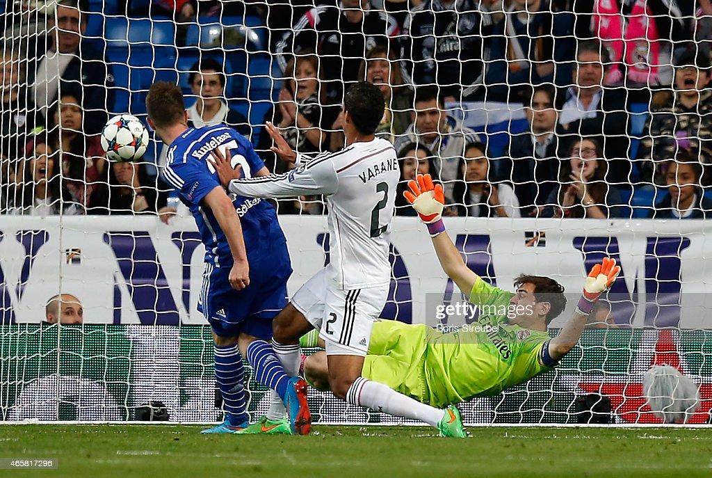 Klaas-Jan Huntelaar (L) of Schalke scores his team's second goal during the UEFA Champions League Round of 16 second leg match between Real Madrid CF and FC Schalke 04 at Estadio Santiago Bernabeu on March 10, 2015 in Madrid, Spain.