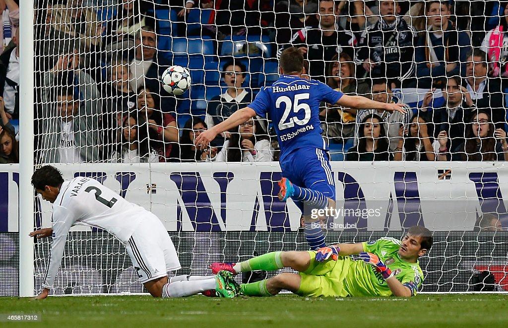 Klaas-Jan Huntelaar (C) of Schalke scores his team's second goal during the UEFA Champions League Round of 16 second leg match between Real Madrid CF and FC Schalke 04 at Estadio Santiago Bernabeu on March 10, 2015 in Madrid, Spain.