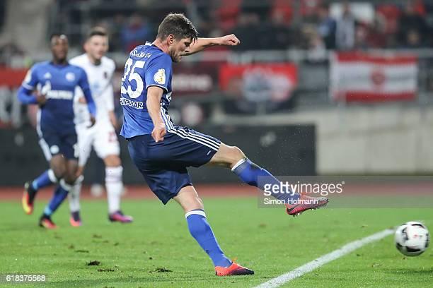 KlaasJan Huntelaar of Schalke scores his team's second goal during the DFB Cup match between 1 FC Nuernberg and FC Schalke 04 at Stadion Nuernberg on...