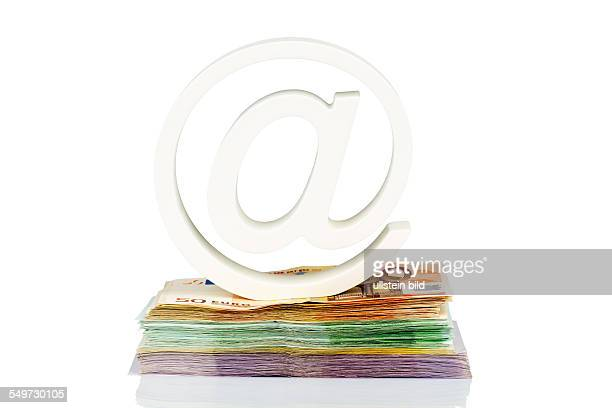 Klammeraffe und Geldscheine Symbolfoto für ITKosten und Urheberrechtsabgabe