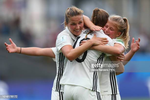 Klara Buehl of Germany celebrates scoring a goal with her team mates during the FIFA U20 Women's World Cup France 2018 group D match between Germany...