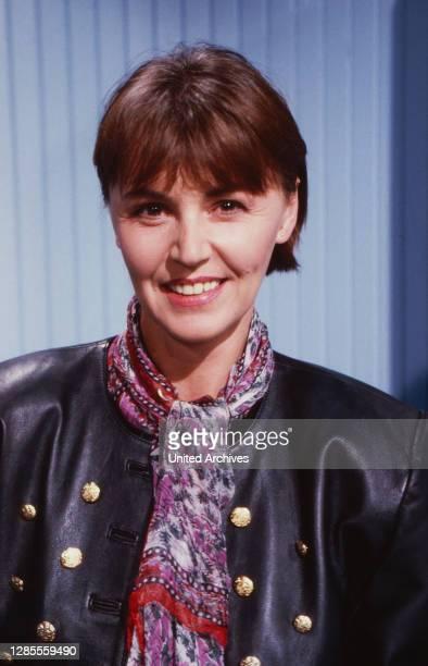 Klartext, Fernsehmagazin zum Thema Politik, Deutschland 1990, Moderatorin Angelika Unterlauf.