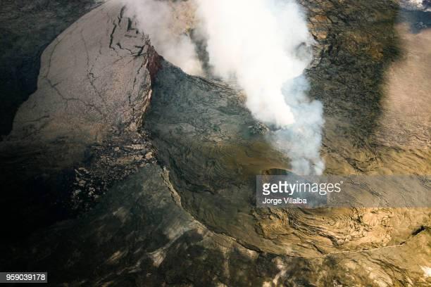 kīlauea pele erupting at the hawaii volcanoes national park - kīlauea volcano stock pictures, royalty-free photos & images
