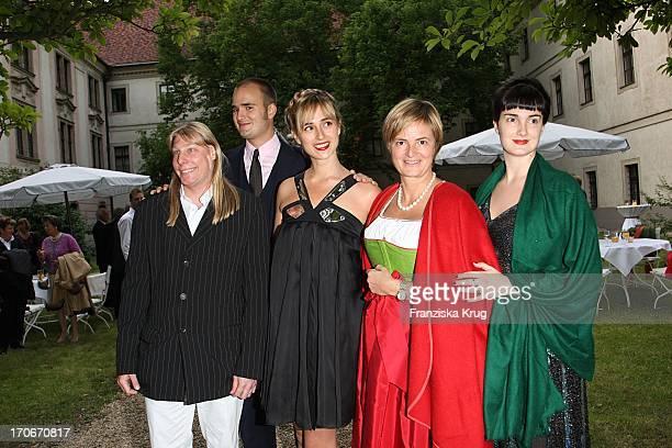 Klaus Alexander Halifax Sachs Albert Fürst Von Thurn Und Taxis Elisabeth Von Thurn Und Taxis Gloria Fürstin Von Thurn Und Taxis Und Tochter Maria...
