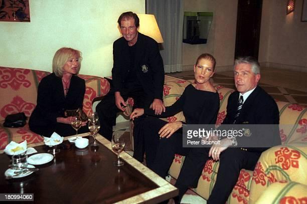 Klaus Fischer rechts Ehefrau Margit Fischer Michael Lesch mit Ehefrau Christina Lesch mitte Eagles GolfTurnier GolfGala Estepona bei Marbella/Costa...