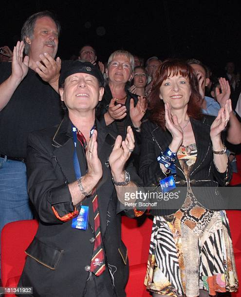 Klaus Meine Ehefrau Gabi Premiere Musical Daddy Cool mit B o n e y MSongs Musicalpalast am Ostbahnhof Berlin Deutschland Europa Theaterpalast Beifall...