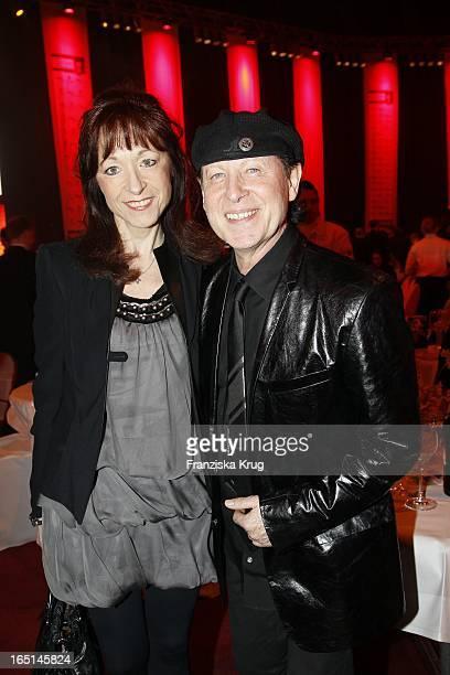 Klaus Meine Mit Ehefrau Gabi Bei Der Verleihung Des Lea Awards In Der Color Line Arena In Hamburg