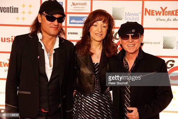 Klaus Meine mit Ehefrau Gabi Matthias Jabs 6 GalaVerleihung Lea Award 2011 als Auftakt zur Musikmesse Festhalle Frankfurt Hessen Deutschland Europa...