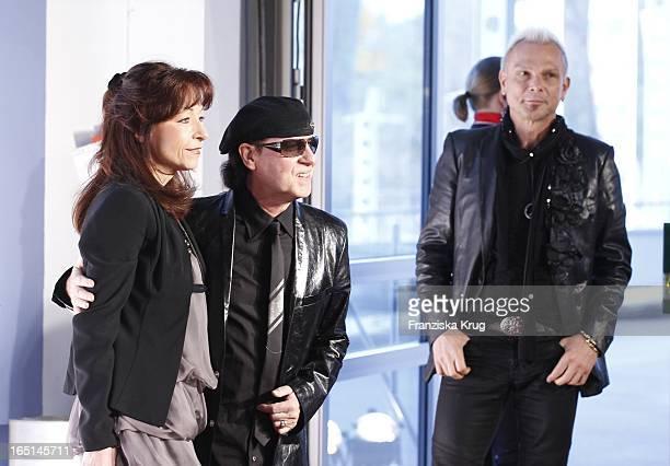 Klaus Meine Mit Ehefrau Gabi Und Rudolf Schenker Bei Der Verleihung Des Lea Awards In Der Color Line Arena In Hamburg