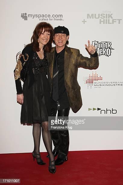 Klaus Meine Von Den Scorpions Und Ehefrau Gabi Beim Charity Dinner Der Stiftung Musik Hilft Im Humbold Umspannwerk In Berlin