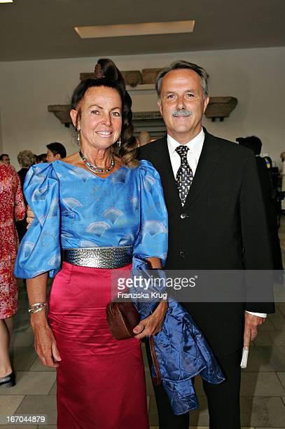 Klaus Peter Lehmann Und Ehefrau Lisa Bei Der Verleihung Des Kunst Und Kulturpreises Praemium Imperiale Im Berliner Pergamon Museum Am 080604