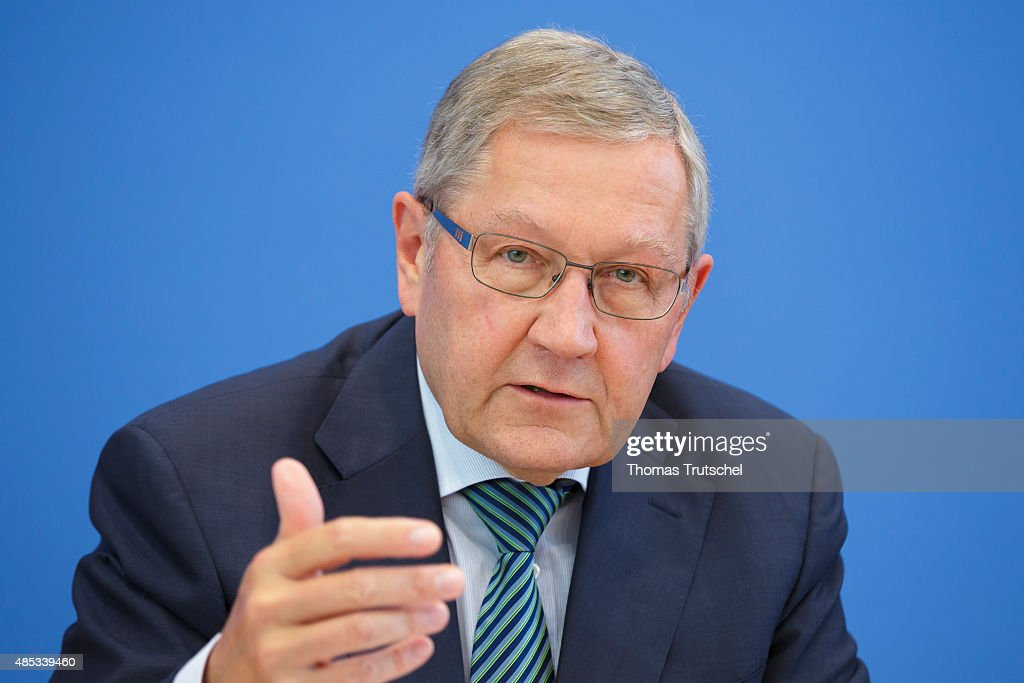 Klaus Regling... : News Photo