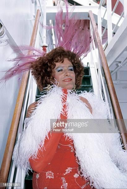 Klaus Wildbolz ZDFSerie Traumschiff Folge 21 Ägypten Atlantik MS Berlin Kreuzfahrtschiff Kreuzfahrt Kostüm Verkleidung geschminkt Travestie...