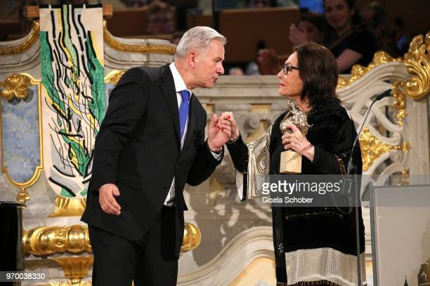Klaus Wowereit and Nana Mouskouri with award during the European Culture Awards TAURUS 2018 at Dresden Frauenkirche on June 8 2018 in Dresden Germany