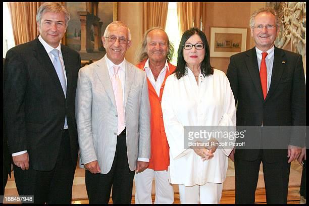 Klaus Wowereit Mayor of Berlin Nikitas Kalamanis Mayor of Athens Nana Mouskouri and her husband Andre Chapelle Paul Helminger Mayor of Luxembourg...
