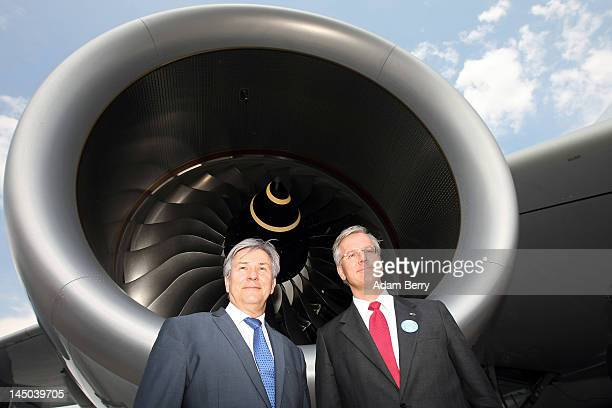 Klaus Wowereit mayor of Berlin poses with Christoph Franz chief executive officer of Deutsche Lufthansa in front of an Airbus A380 airplane to be...