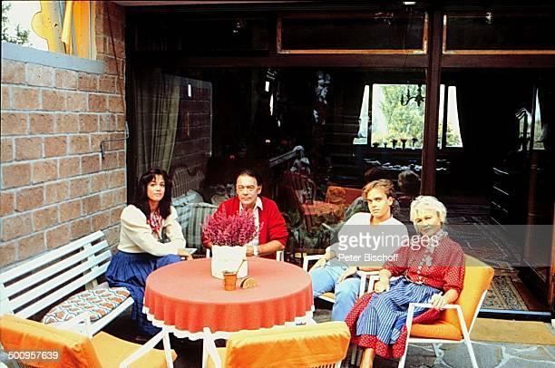 Klausjürgen Wussow Ehefrau Ida Krottendorf Tochter Barbara Sohn Alexander Homestory Wien Österreich Europa Terrasse Ehemann Vater Schwester Bruder...