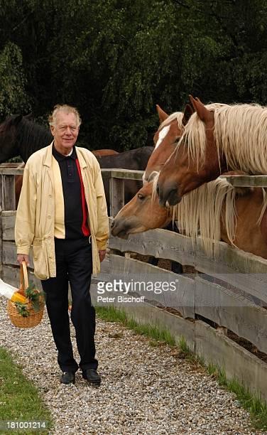 Klausjürgen Wussow Pferde ARDMagazin Brisant Salzburg/ sterreich Tierheim Gut Aiderbichl Schauspieler Tierschützer Tier Pferdefutter Koppel Promis...