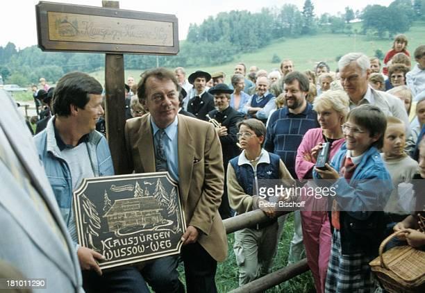 "Klausjürgen Wussow , Touristen, T r a c h t e n f e s t, Grafenhausen, , Einweihung ""Klausjürgen Wussow-Weg"", Tafel, Schauspieler, Promis,..."
